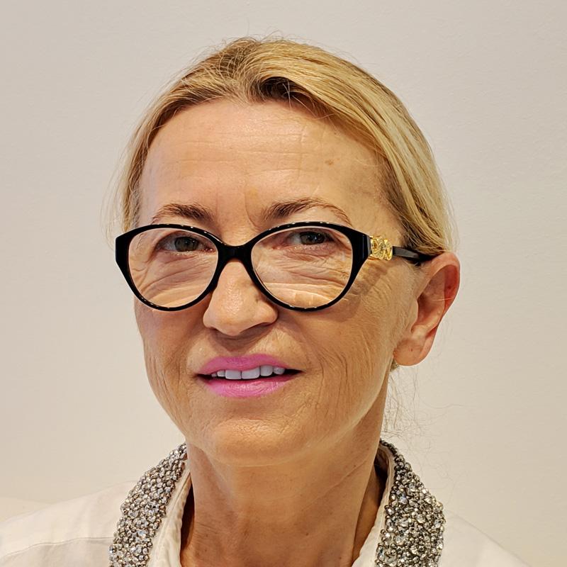 Zahnarzt Stuttgart: Dr. medic. stom. (R) Elena Pasternak