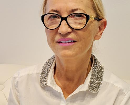 Ihre Zahnärztin Dr. medic. stom. (R) Elena Pasternak