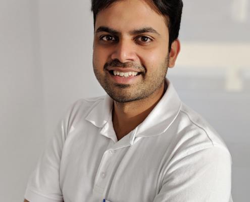 Dr. Hossain Shah Noor in der Zahnarztpraxis am Römerkastell