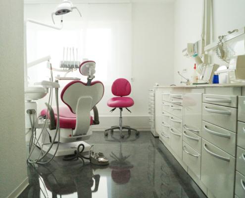 Behandlungsraum in der Zahnarztpraxis Elena Pasternak am Römerkastell